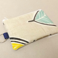 Coin purse in beige with leaves pattern