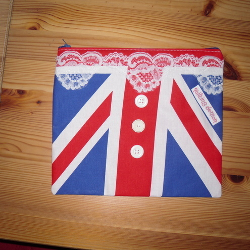 Union Jack Zipped Purse