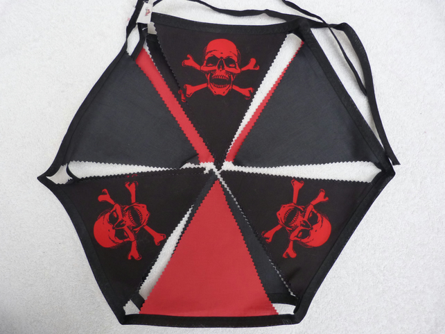 Red and Black Skull and Crossbones Bunting. 3.5 m in length and 12 flags.