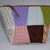Tumbler Block Pieced Patchwork Project Holder. Lined Purse. Zipped Holdall.