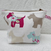 Scottie Dog Print Zipped Purse. Fully Lined with Gusset and Zip Pull.