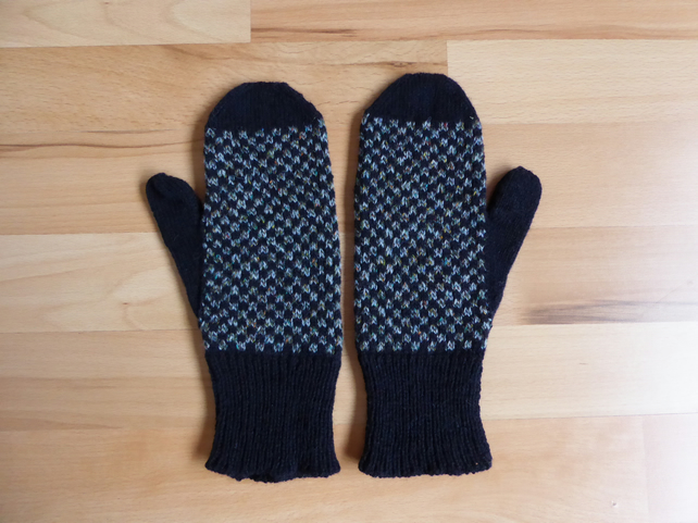 Wool Mittens Machine Knit in Pure Wool with Square Pattern. Ladies  Mittens