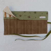 Crochet Hook Set with 12 Bamboo Crochet Hooks in Roll Up Holder. Green stars.