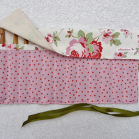 Crochet Set with 12 Bamboo Crochet Hooks in Roll Up Holder. Pink Roses