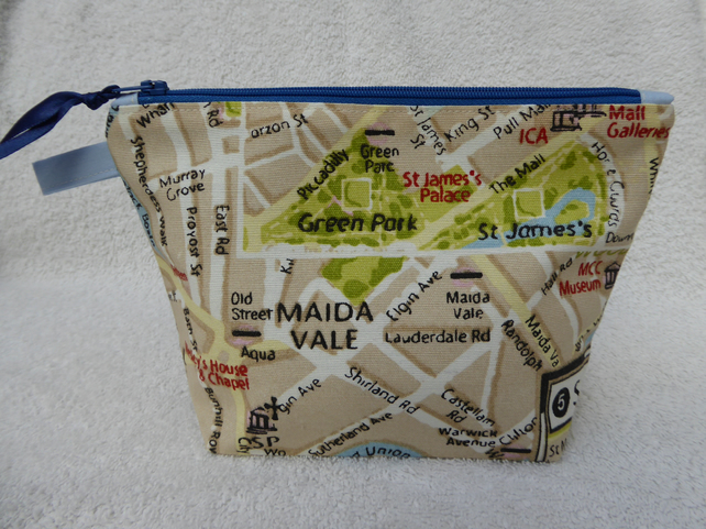 London Map Print Zipped Purse. Fully Lined with Gusset and Zip Pull.