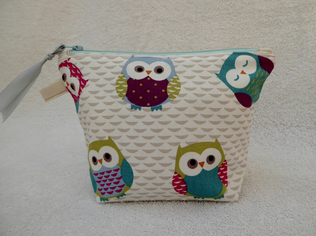Owl Print Zipped Purse. Fully Lined with Gusset and Zip Pull.