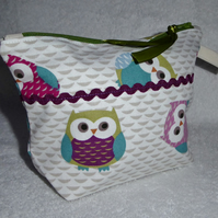 Owl Print Zipped Purse. Fully Lined with Gusset and Zip Pull. Ric rac trim.