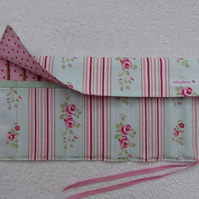 Crochet Set with 12 Bamboo Crochet Hooks in Roll Up Holder. Pink Roses polka dot