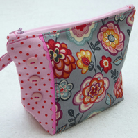 Flower Print Zipped Purse. Fully Lined with Gusset and Zip. Ric Rac Trim.
