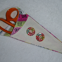 Scissor Holder. Fabric Scissor Case for 3 pairs Scissors. Tape measure print.