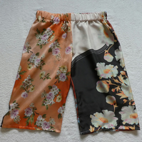 Silk Mid Length Multi Patterned Trousers Elasticated Waist. Ladies M-L. Peach