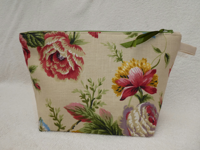 Floral Print Linen Project Holder. Lined Purse. Zipped Holdall. .