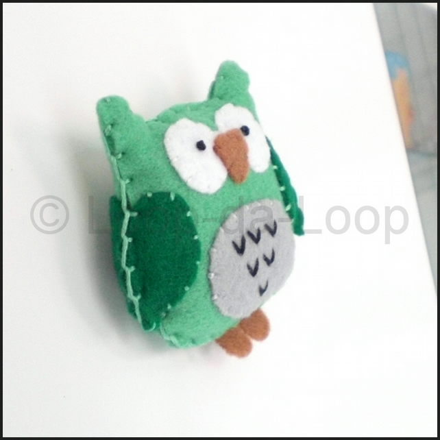 Green owl fridge magnet