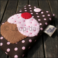 Sparkly pink cupcake mobile pouch