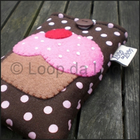 Pink cupcake mobile pouch