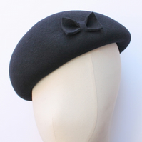 Dark navy wool beret with bow