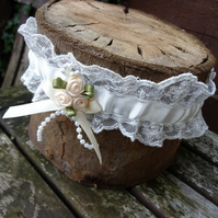Vintage Lace Wedding Garter - size:small