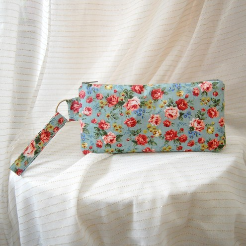 English rose wristlet blue green