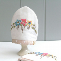 Egg cosy, 1 pair of vintage embroidered egg cosies