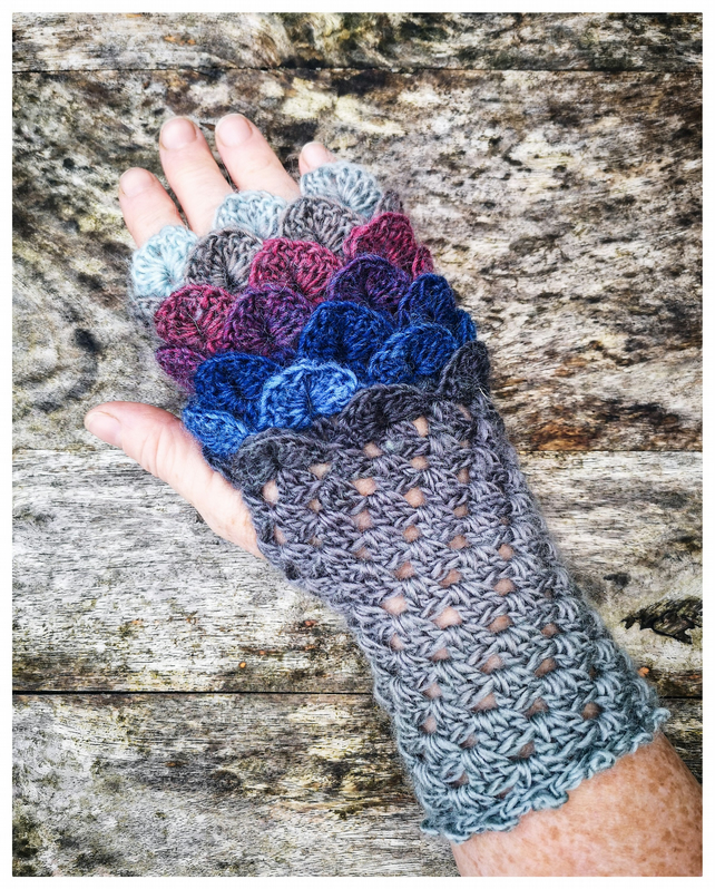 Dragon Scale Gloves - Winter Sky