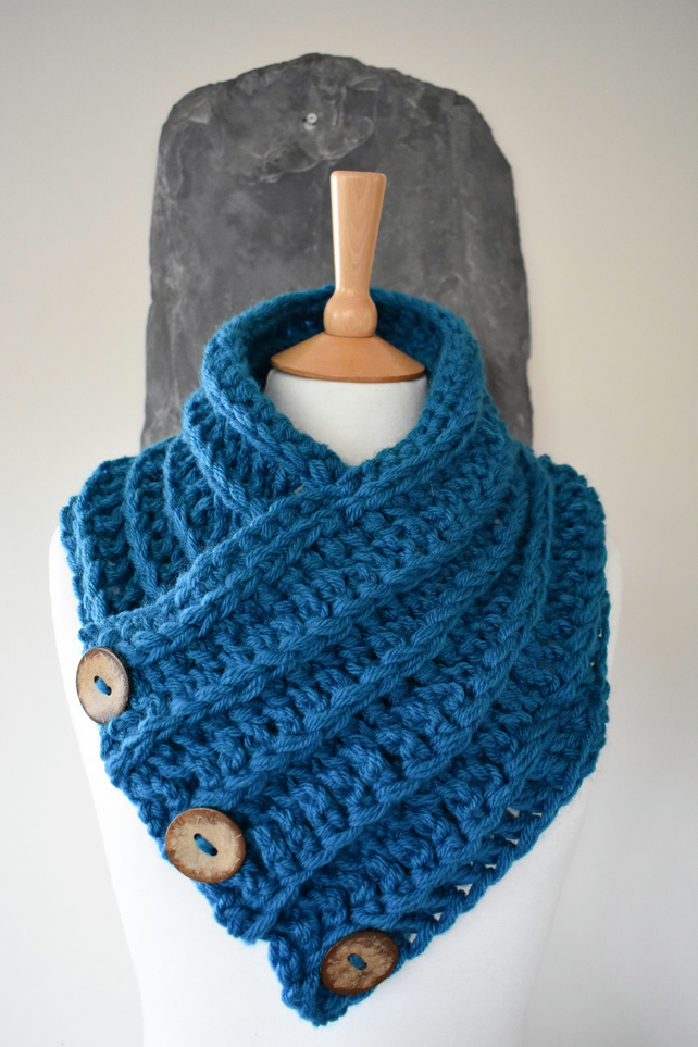 Borth Button Cowl - Teal