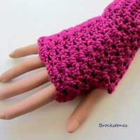 SALE  REDUCED FROM 8.00 NOW 5.00 Fingerless crochet mittens gloves Rose Pink