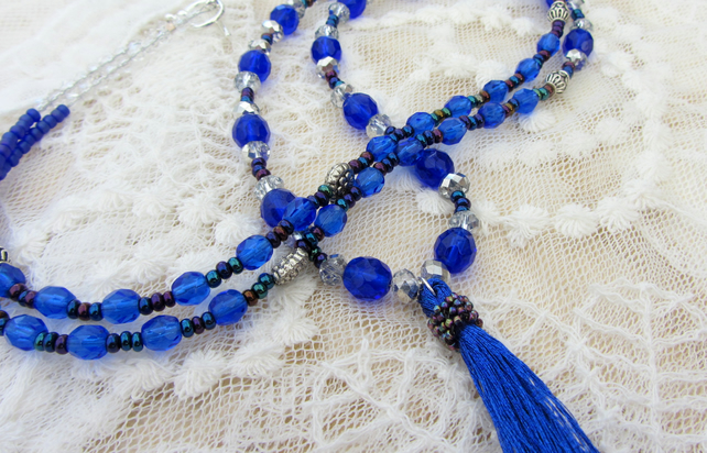 Tassel necklace in Royal blue