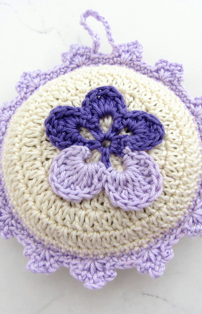 Crochet lavender bag in cream and lavender cotton yarn
