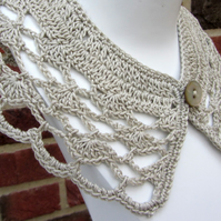 Crochet collar in beige cotton yarn