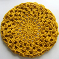 Crocheted beret in mustard yarn