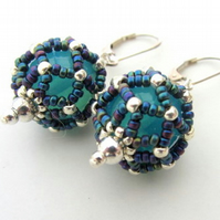 Blue earrings enhanced with netting stitch