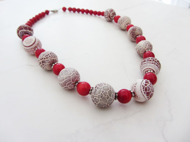 Crack agate with red sea bamboo necklace