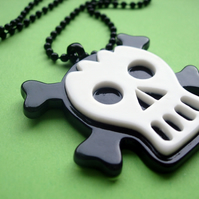 BALLCHAIN PENDANT Black and White Skull