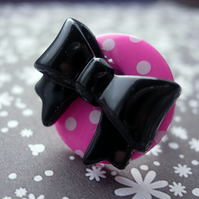 BUTTON RING Black and Pink Ribbon