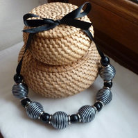 BLACK AND SILVER CHUNKY NECKLACE. 009