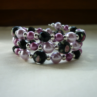 BLACK, PINK AND PLUM LAMPWORK MEMORY WIRE BRACELET.  574