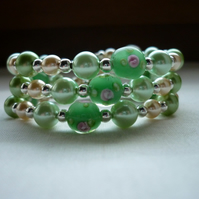 SHADES OF GREENS AND CREAM LAMPWORK BEAD BRACELET.  575