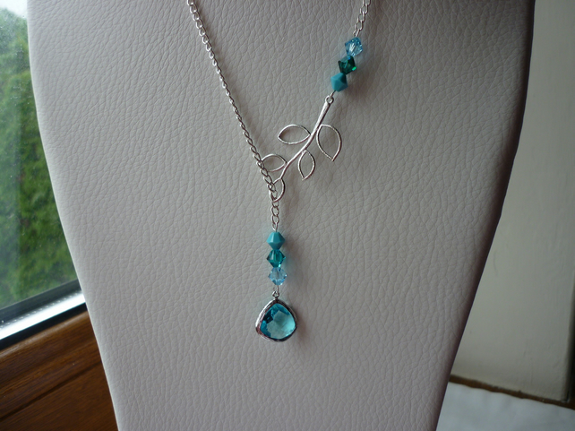 AQUAMARINE, TEAL, TURQUOISE AND SILVER LARIAT DESIGN NECKLACE.  589