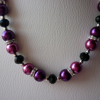 MAGENTA, FUSCHIA AND BLACK RHINESTONE NECKLACE.  618