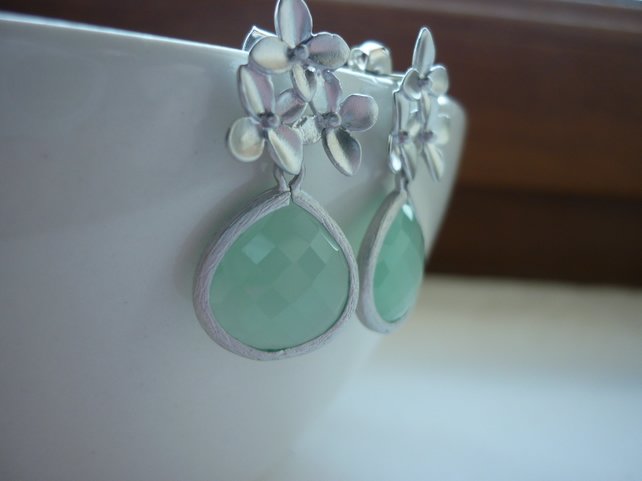 LIGHT JADE GREEN AND MATT RHODIUM PLATED FANCY DROP EARRINGS.  456