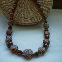 AMBER, CREAM AND BROWN GLASS LAMPWORK BEAD NECKLACE.  841
