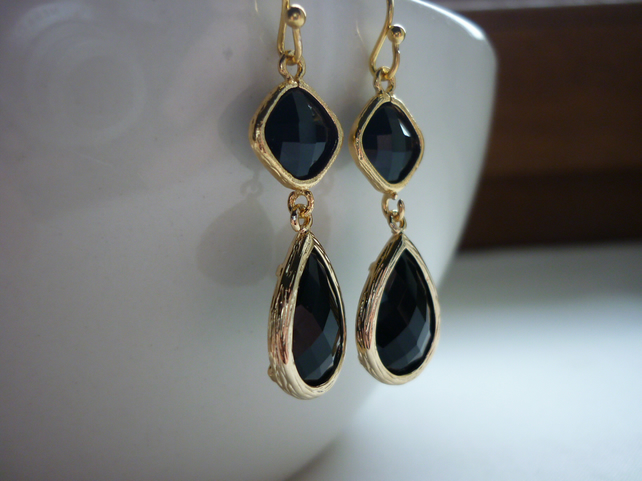 BLACK AND GOLD FANCY EARRINGS.  707