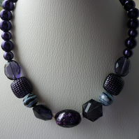 DARK VIOLET AND SILVER CHUNKY NECKLACE.  726