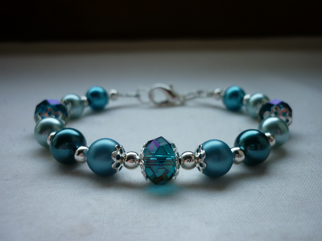 TEAL, AQUA, TURQUOISE AND BLUE CRYSTAL BRACELET.  750