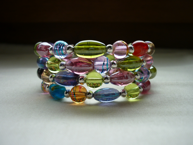 MULTI COLOURED GLASS BEAD MEMORY WIRE BRACELET.  773