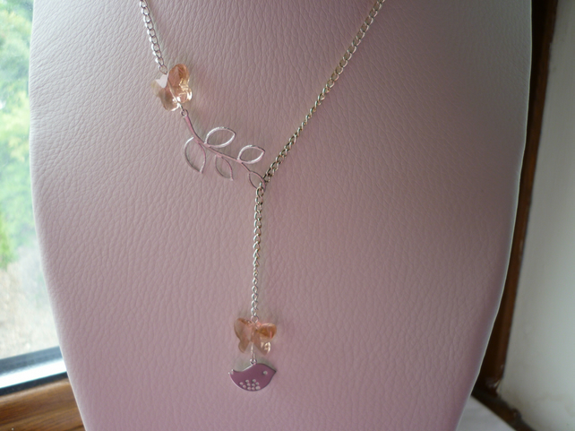 CHAMPAGNE PEACH AND SILVER, BUTTERFLY, BIRD AND LEAF LARIAT DESIGN NECKLACE. 924