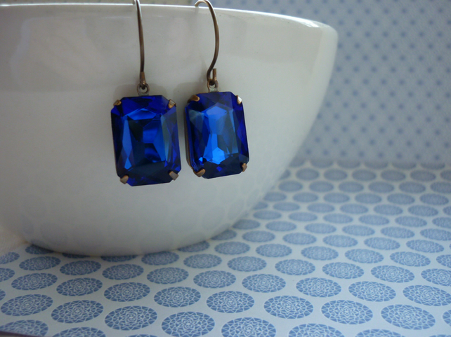 SAPPHIRE BLUE & PATINA BRASS OCTAGON SHAPED VINTAGE STYLE EARRINGS.  967