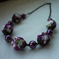 WINE SATIN KIMONO DESIGN BEAD NECKLACE.  223