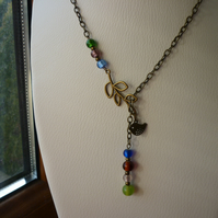 MULTI COLOURED & ANTIQUE BRONZE LEAF AND BIRD LARIAT DESIGN NECKLACE.  1011