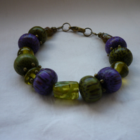 MOSS GREEN, PURPLE AND ANTIQUE BRONZE BRACELET.   1000